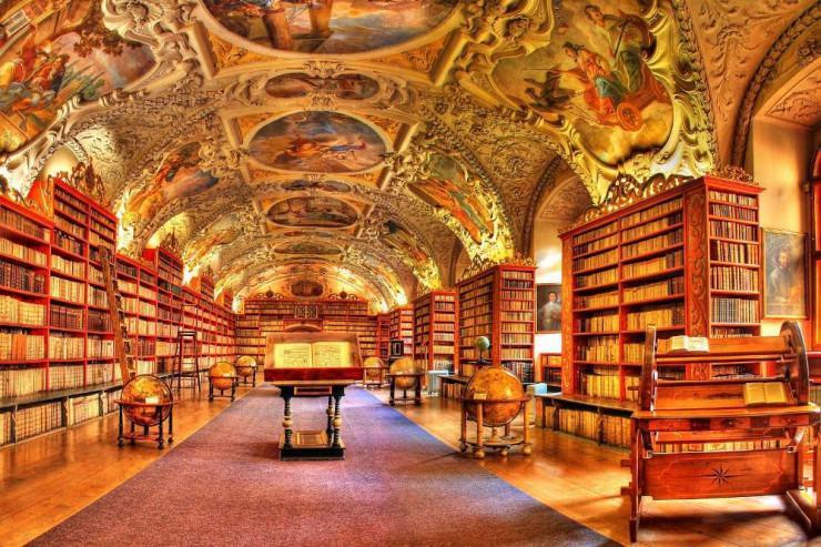 تالار الهیات یک کتابخانه باروک زیبا در پراگ، جمهوری چک