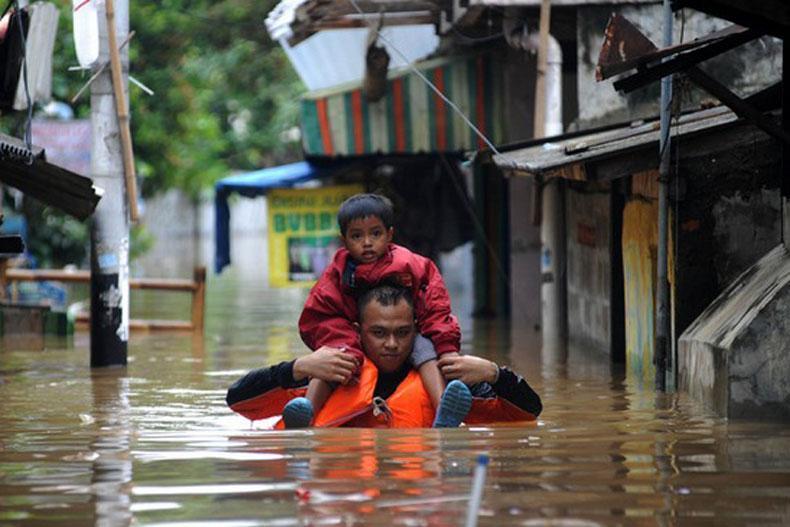وقوع سیل در اندونزی؛ حداقل 24 کشته