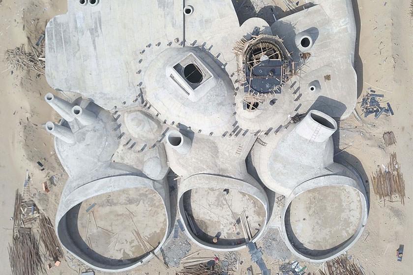 چینی ها مشغول ساخت یک موزه در درون تپه های شنی هستند
