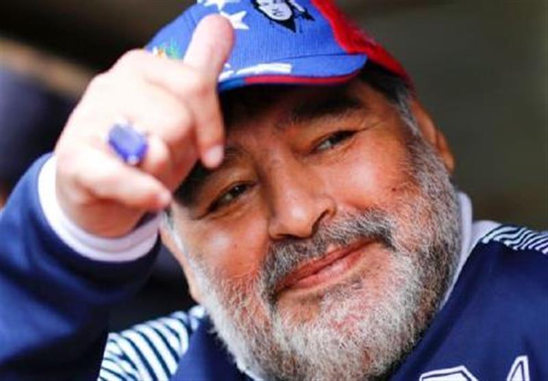 مارادونا: در عرض 15 دقیقه نمی گردد مبارزه با کرونا را آموزش داد، تا یک هفته پیش مردم آرژانتین دیده بوسی می کردند!