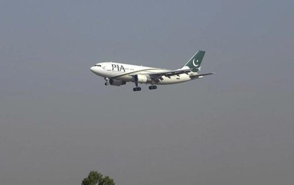 سقوط یک هواپیمای مسافربری با 90 سرنشین در پاکستان