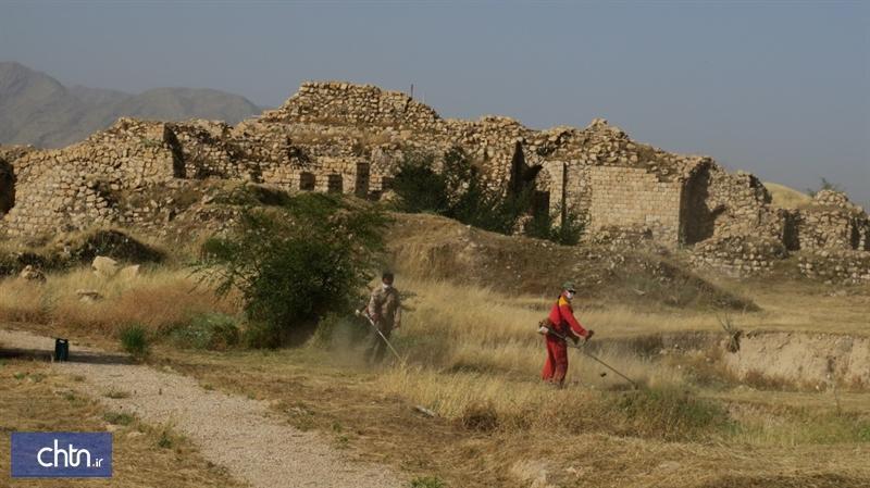پاک سازی علف های خشک در محوطه میراث جهانی بیشاپور