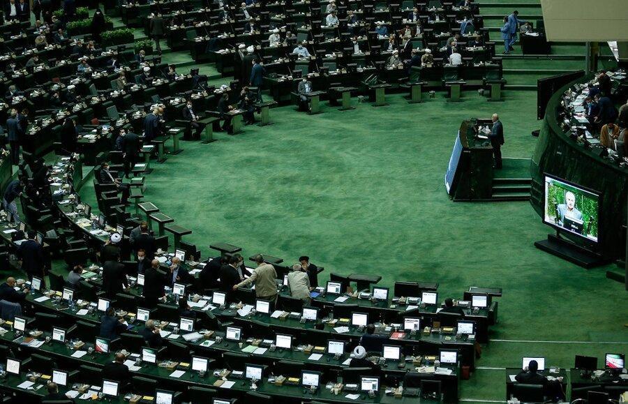 هشدار 2 نماینده مجلس به دولت به دلیل ریزش بورس ، نمی شود 30 درصد سرمایه مردم را پودر کرد