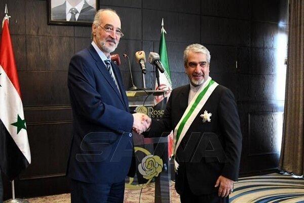 برگزاری مراسم خداحافظی سفیر ایران در سوریه همراه با اعطای نشان
