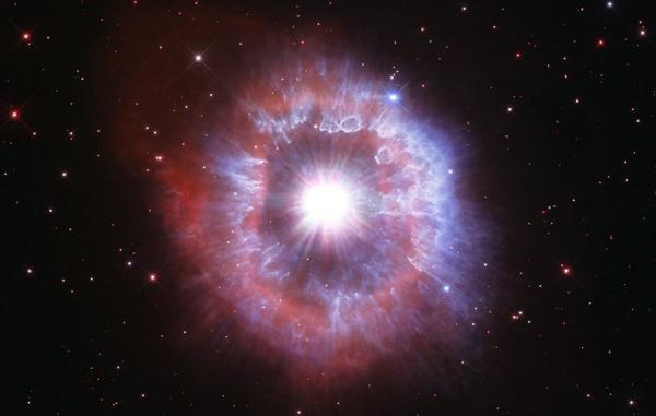 تلسکوپ فضایی هابل جزئیات چشم نواز یک ستاره جوان را به تصویر کشید