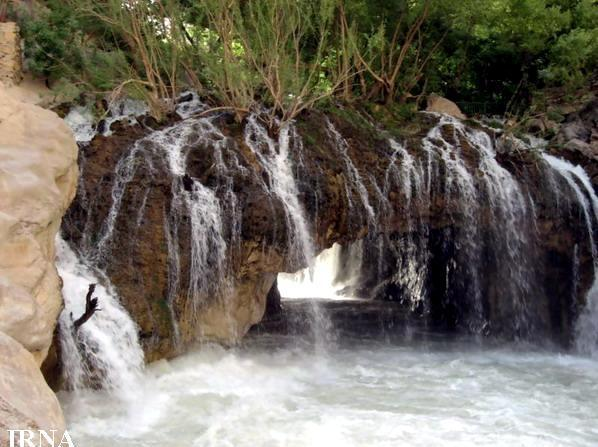 آبشار آب ملخ؛ عجیب ترین آبشار ایران، عکس