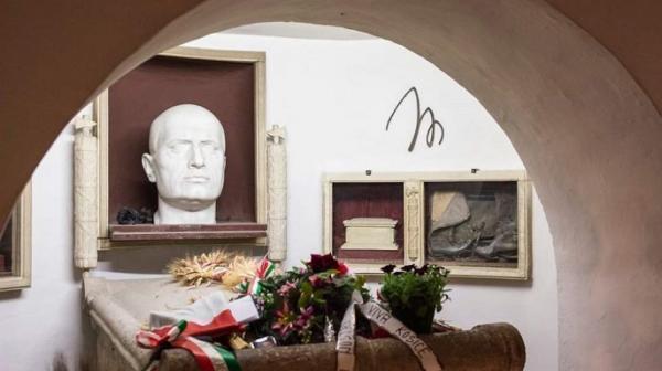 بازگشایی مقبره دیکتاتور ایتالیا جنجالی شد، سردابه موسولینی؛ جاذبه گردشگری یا آرامگاه فاشیسم؟