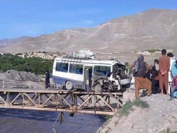 خبرنگاران انفجار یک مینی بوس در افغانستان 2 کشته و 9 زخمی برجا گذاشت