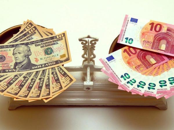 کاهش تزریق اسکناس دلار و یورو به بازار